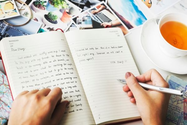 writing a journal for new mums